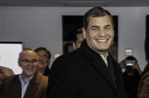 Paris,_arribo_del_Presidente_Correa_a_Francia_(10697725024)